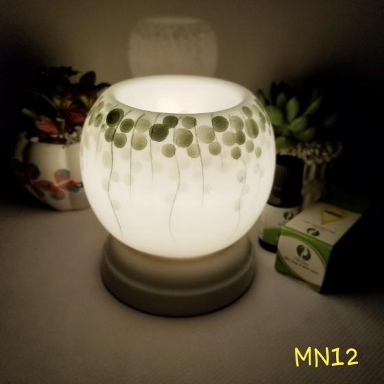 Đèn xông tinh dầu mini tặng 01 lọ tinh dầu sả chanh 5ml NuCare và 01 bóng đèn dự phòng (MN12)