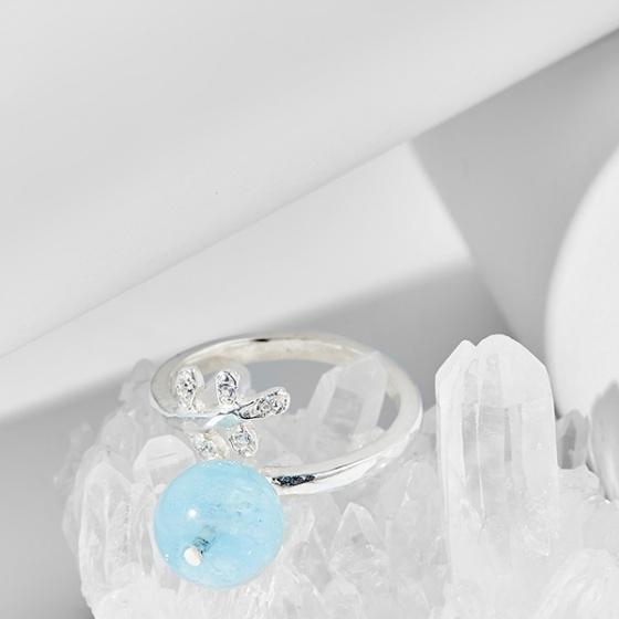 Nhẫn chiếc lá đá hải lam ngọc (Aquamarine)