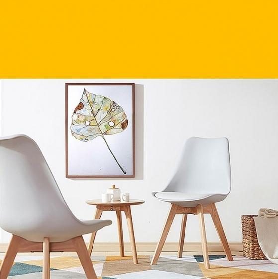 Ghế nhựa chân gỗ Kachi Eames E9 có nệm lót - Màu trắng