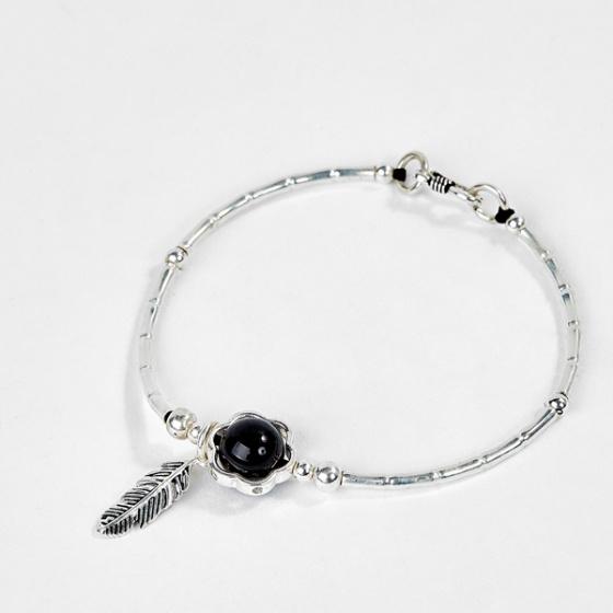 Vòng bạc hạt đá Obsidian phối charm lá Ngọc Quý Gemstones