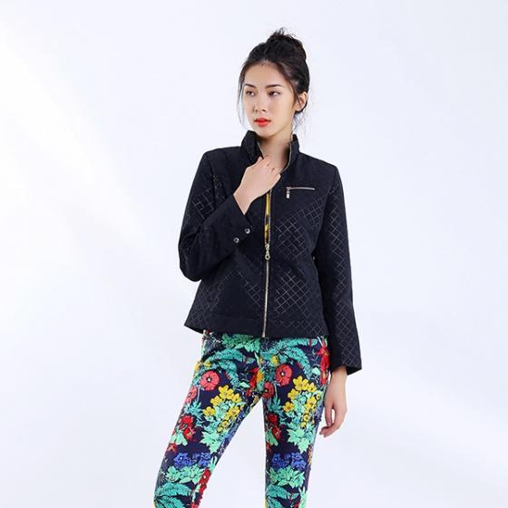 Áo  khoác trần đen Angeli Phạm AV