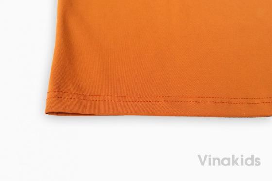 Áo thun có tay thêu logo Vinakids màu vàng đất 7-12 tuổi