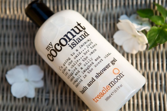 Gel tắm tinh dầu dừa Treaclemoon 500ml
