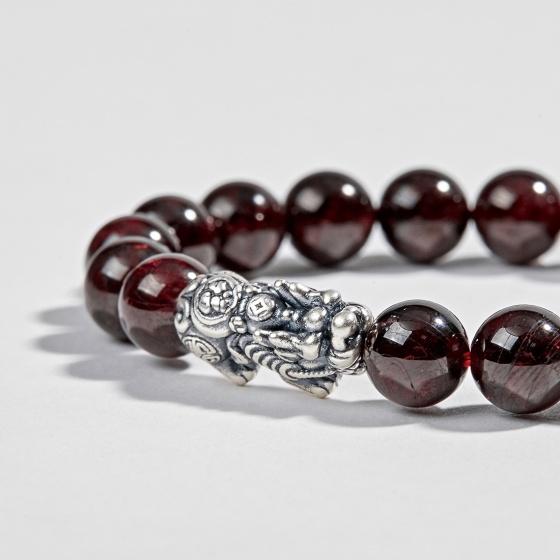 Vòng tay phong thủy đá garnet phối charm bạc (9mm) Ngọc Quý Gemstones