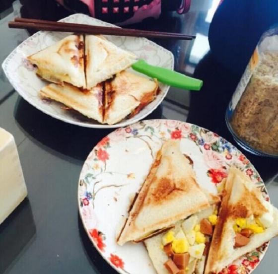Máy nướng bánh mì Sandwich Philips HD2393