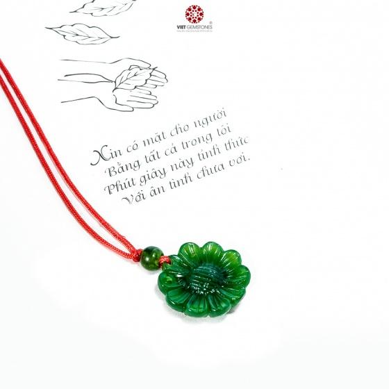 Mặt dây chuyền hoa hướng dương ngọc bích Nephrite tự nhiên - BRSFNEP01 VietGemstones