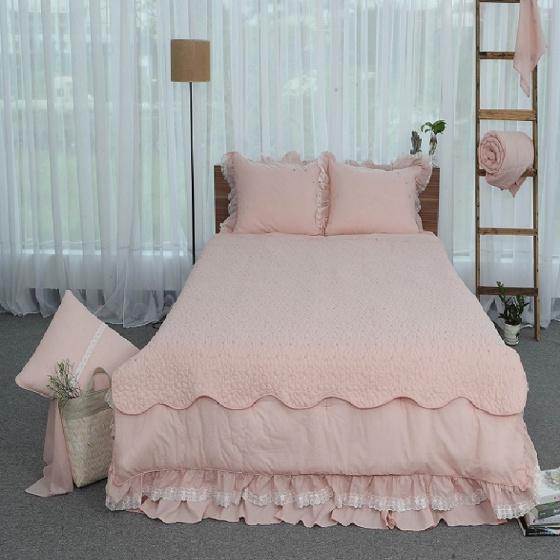 Tấm trải giường thiết kế thêu hoa Grand 180 x 220 - Hồng
