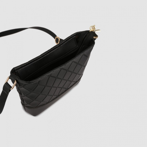 Túi đeo chéo nữ thêu quả trám phom mềm Idigo FB2-134-00