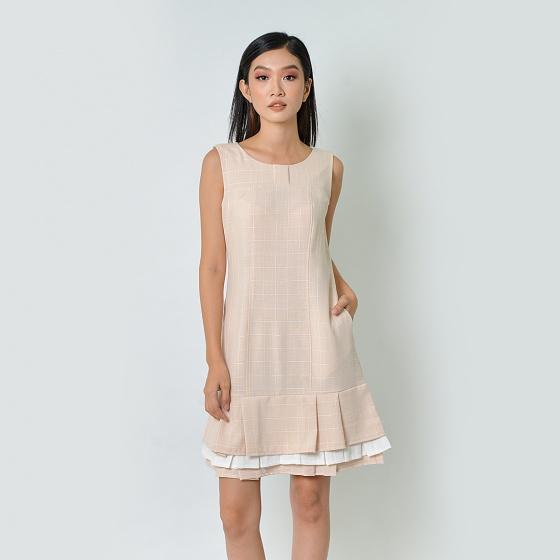 Đầm suông thời trang Eden caro xếp li màu kem - D362