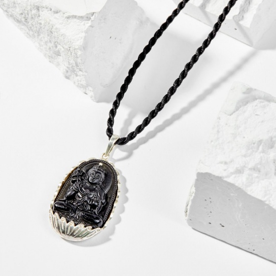 Dây chuyền phong thủy đá obsidian bọc bạc đại thế chí bồ tác tuổi ngọ 4x2.5cm mệnh thủy , mộc - Ngọc Quý Gemstones