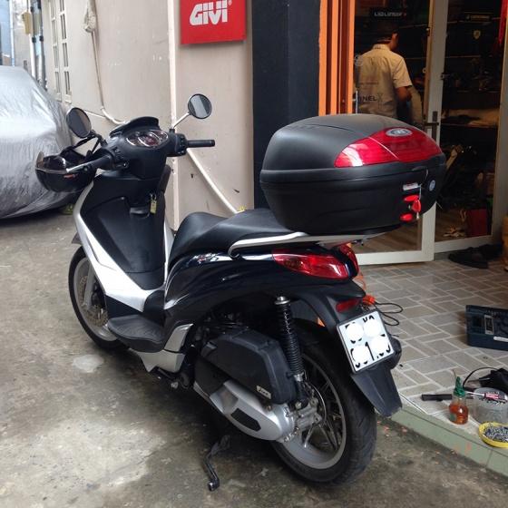 Thùng đựng đồ xe máy Givi E450N monolock 45 lít