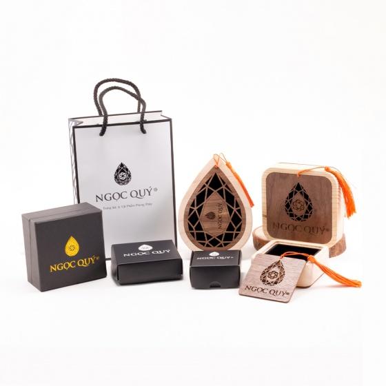 Vòng tay phong thủy đá tourmaline charm lông vũ 7mm - Ngọc Quý Gemstones