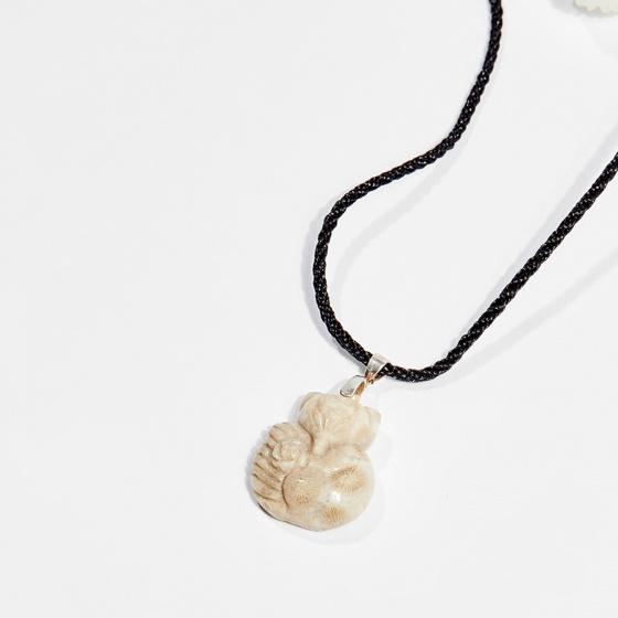 Dây chuyền phong thủy san hô hóa thạch hồ ly 2.5cm mệnh thủy, kim - Ngọc Quý Gemstones