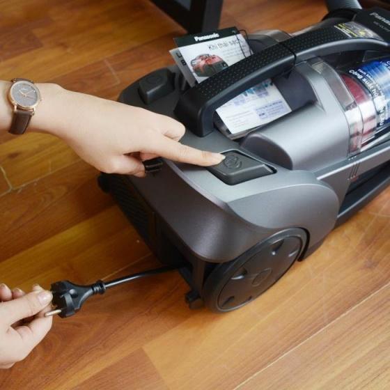 Máy hút bụi không túi Panasonic MC-CL777HN49