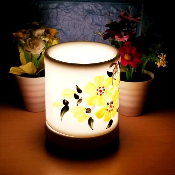 Đèn xông tinh dầu gốm bát tràng dáng ống tặng 01 tinh dầu 10ml (mùi tự chọn) và 01 bóng đèn dự phòng (ON04)