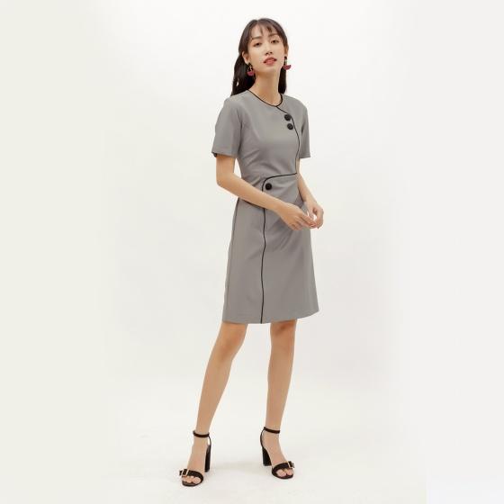 Đầm suông thời trang Eden viền đen đính nút màu xám - D381