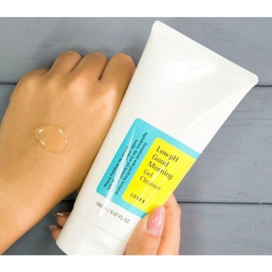 Sữa rửa mặt dịu nhẹ dạng gel Cosrx Low pH Good Morning Gel Cleanser 150ml