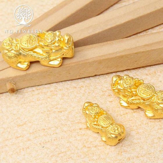 Charm bạc tỳ hưu mạ vàng 24k xỏ ngang size trung