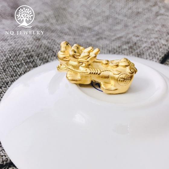 Charm bạc hình tỳ hưu Xỏ ngang mạ vàng lớn 14x35mm