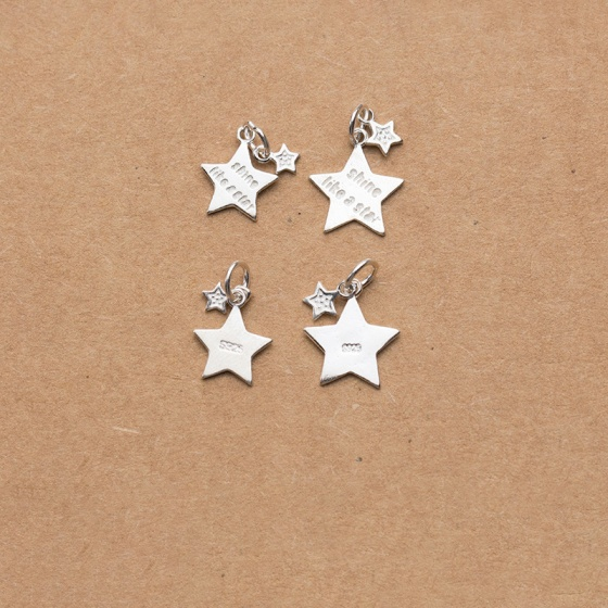Charm bạc treo hình sao năm cánh có khắc chữ - Shine like a star