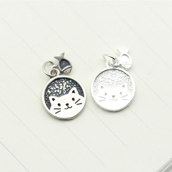 Charm bạc hình mèo và cá treo