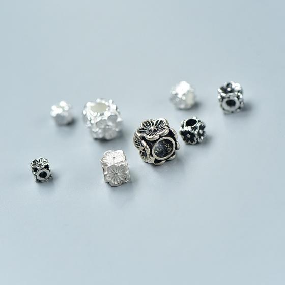 Charm bạc chặn hạt hình vuông hoa 4 mặt 6x6x6mm