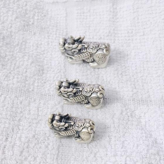 Charm bạc hình tỳ hưu 25x12mm