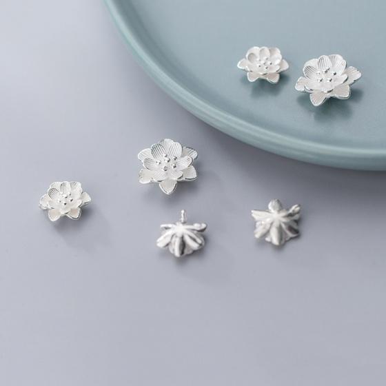 Charm bạc trắng hoa xỏ ngang