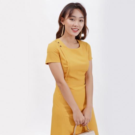 Váy đầm dáng ôm thời trang Eden cổ tròn phối nút màu vàng - D387
