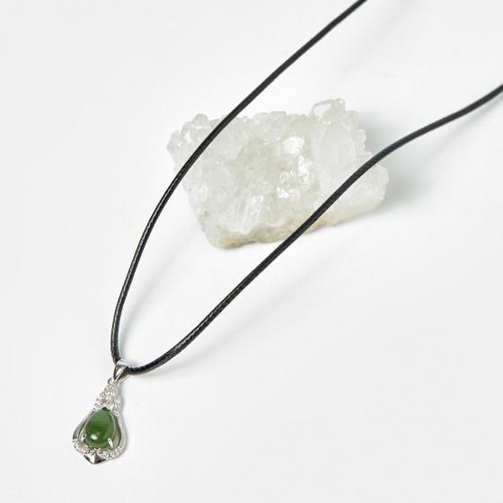 Mặt dây chuyền hoa văn ngọc bích 11.5x21mm mệnh hỏa, mộc - Ngọc Quý Gemstones