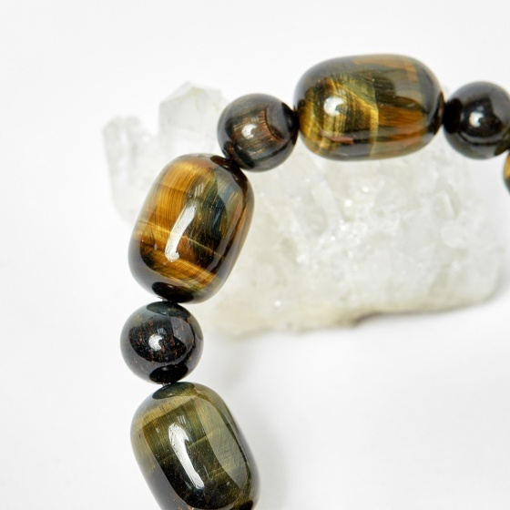 Vòng lu thống thạch anh mắt hổ xanh đen hạt 18x13mm, ni 52 mệnh thủy, mộc - Ngọc Quý Gemstones