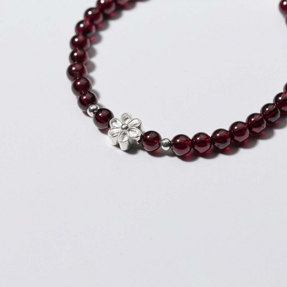 Vòng tay đá Garnet charm hoa 6 cánh mệnh hỏa, thổ - Ngọc Quý Gemstones