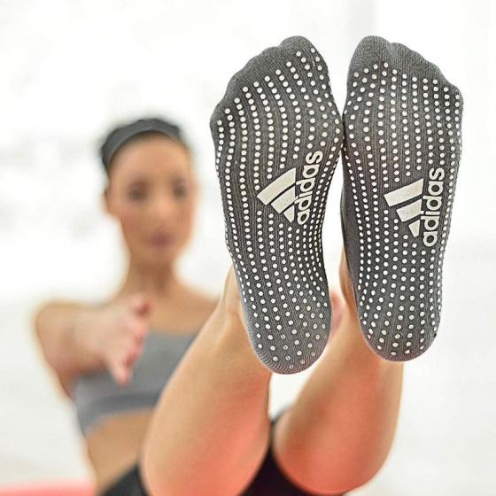 Vớ tập Yoga chống trượt Adidas ADYG-30101GR  (ML 27-30cm)