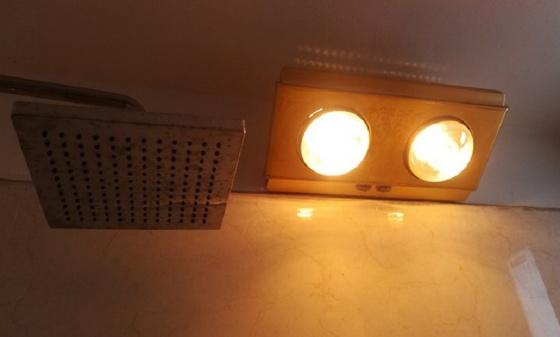 Đèn sưởi nhà tắm 2 bóng Heizen HE2BR (có điều khiển từ xa)