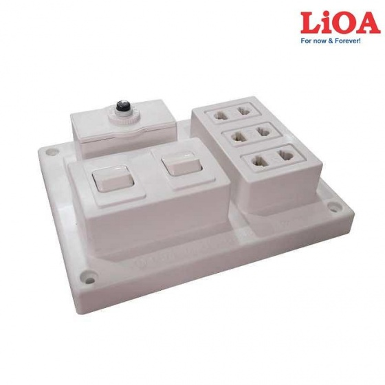Bảng điện nổi 15A có 3 ổ cắm 2 công tắc LIOA B-CB15A2C
