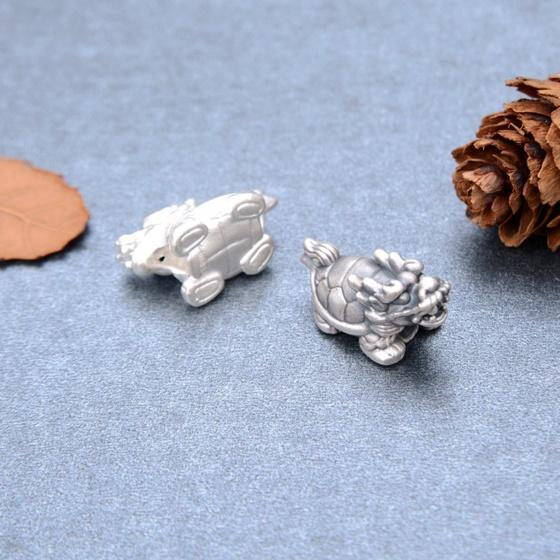 Charm bạc trắng long quy xỏ ngang - Ngọc Quý Gemstones