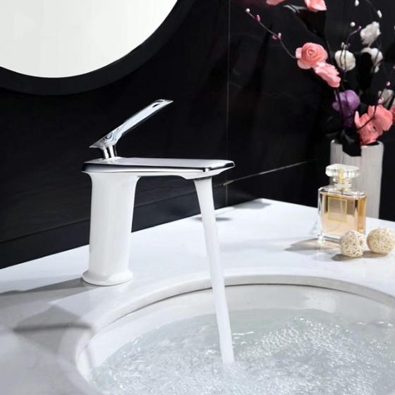 Vòi lavabo nóng lạnh Delta Series ZT2141-W+C